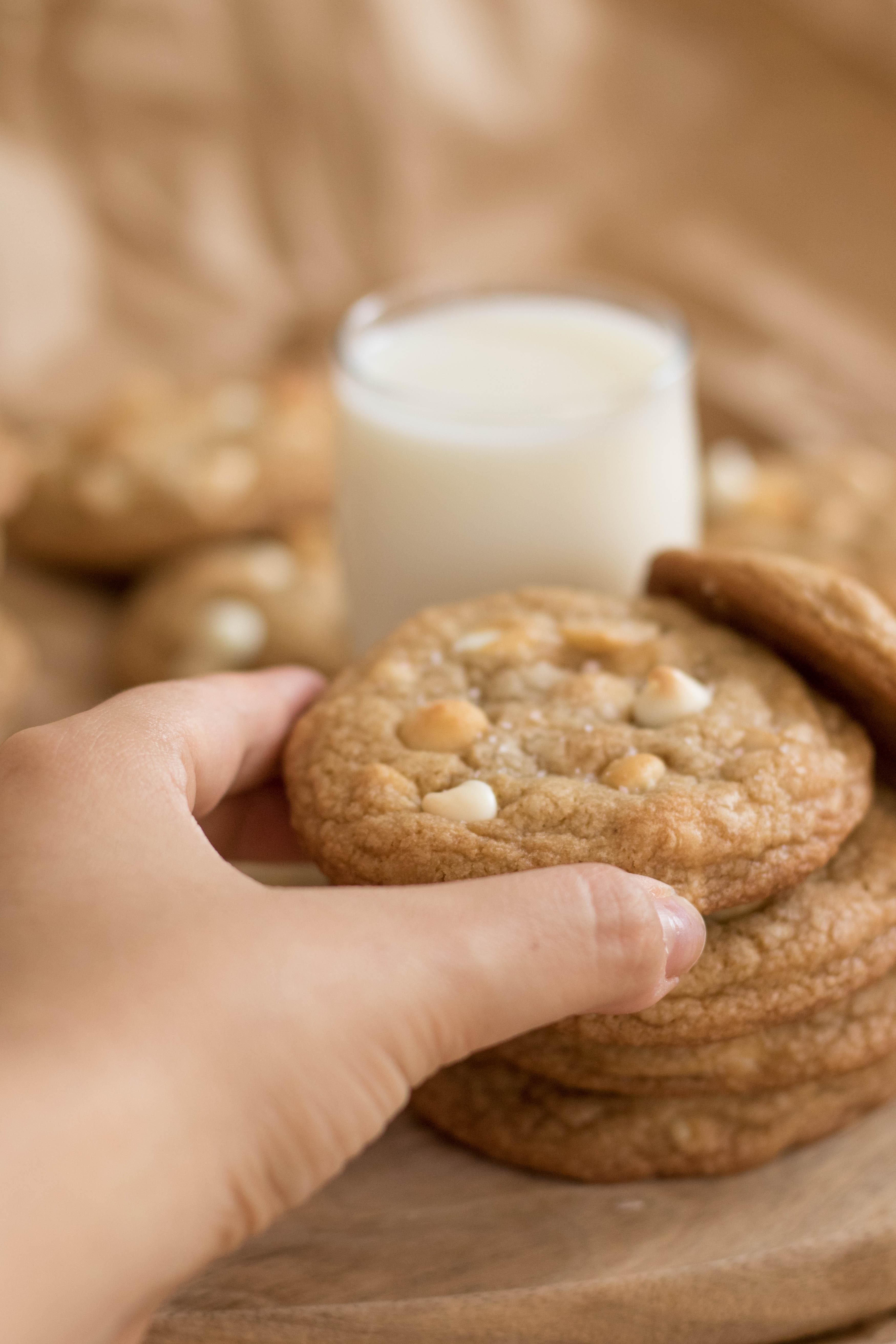 white chocolate macadamia cookies (16 of 29)