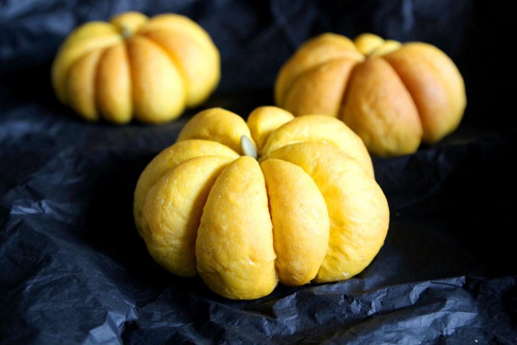 Pumpkin buns from aimadeitforyou for the 2 days of pumpkin recipes