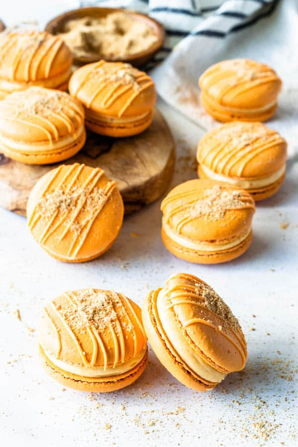 Pies and Tacos pumpkin macaroons for the 24 days of pumpkin recipes