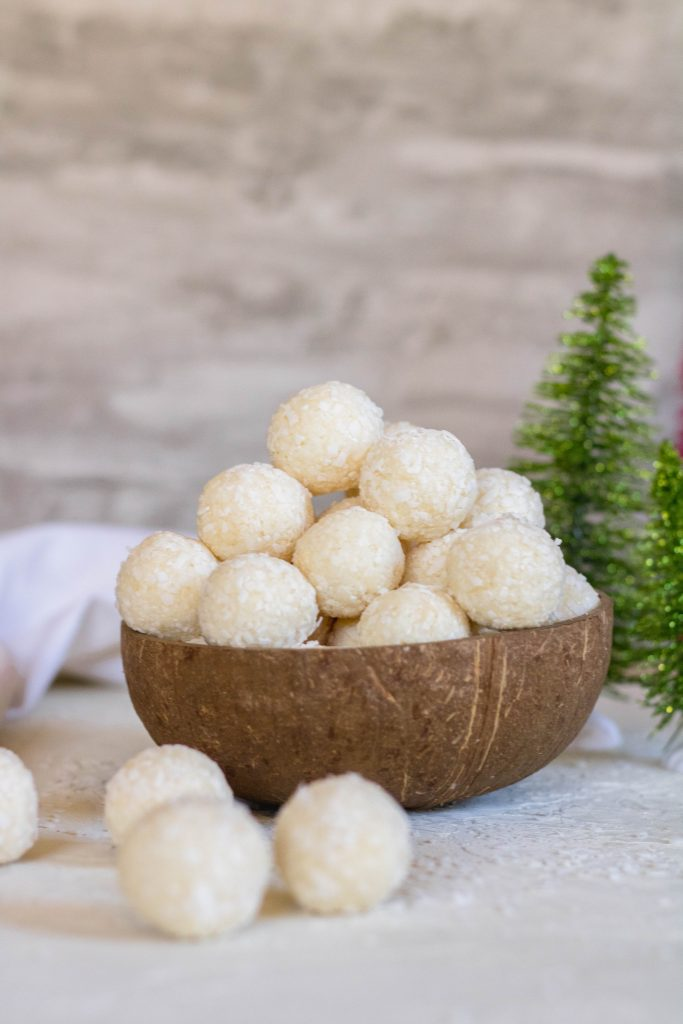 Easy 2 ingredient no bake coconut balls