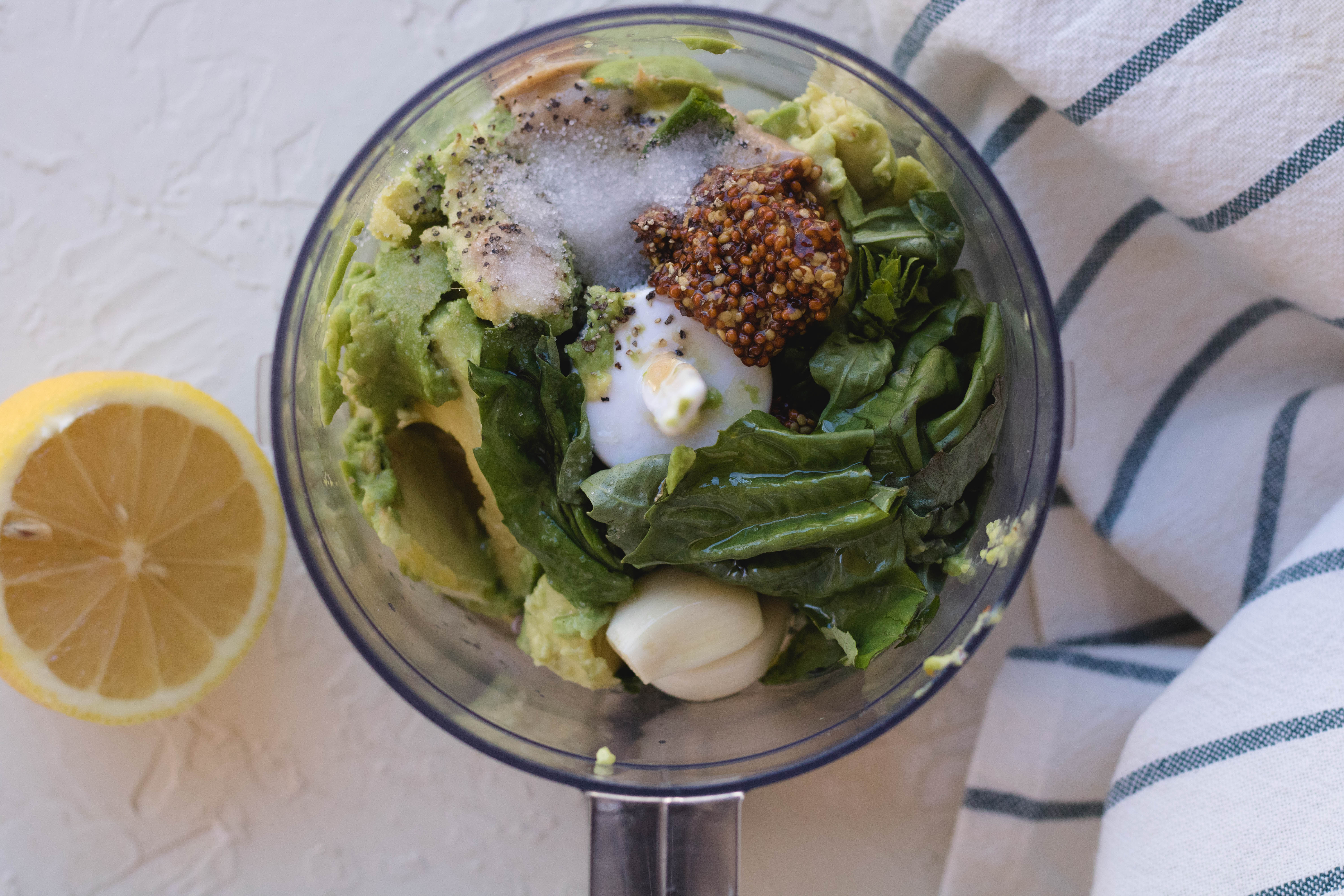 Avocado pesto pasta sauce healthy