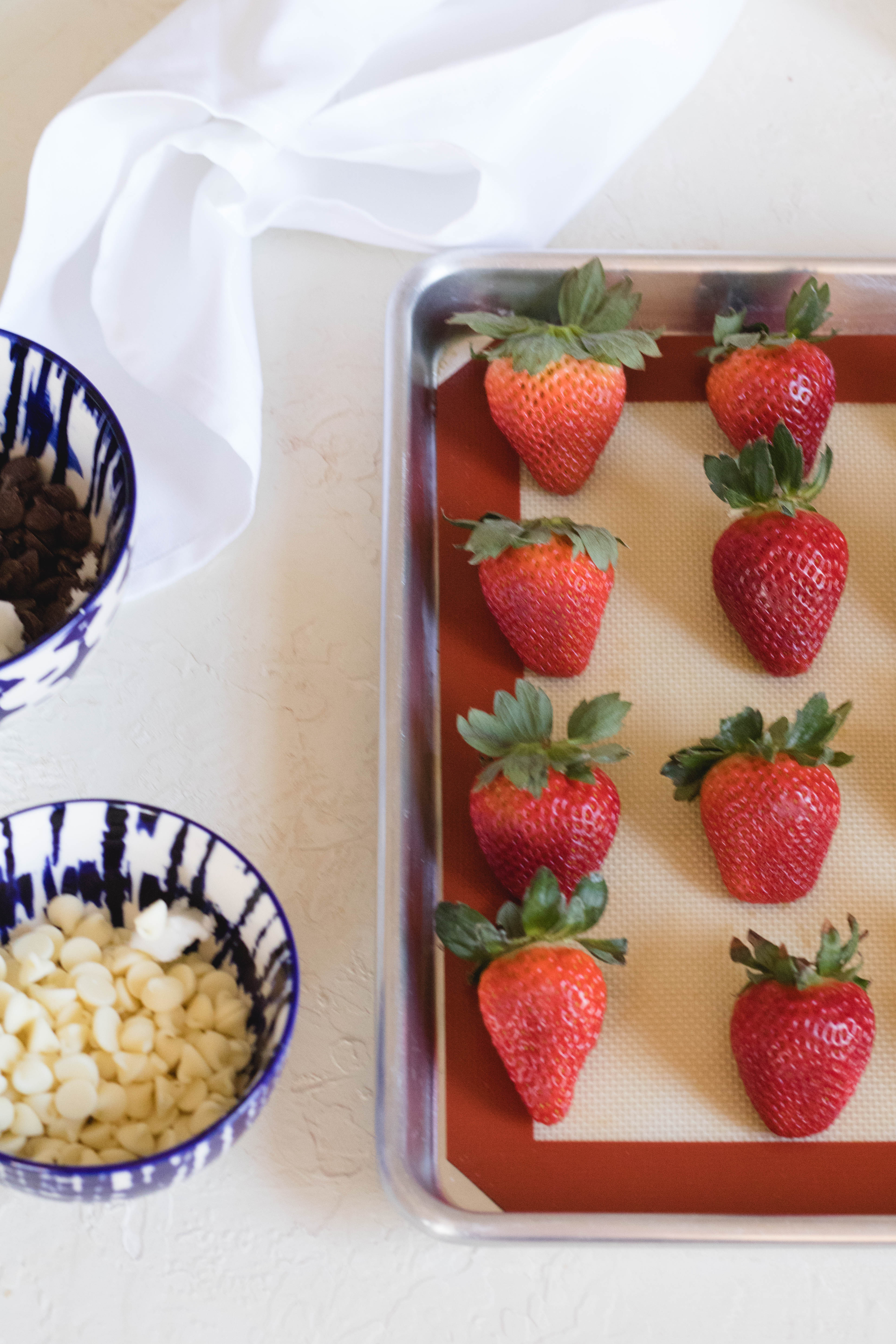 making chocolate covered strawberries