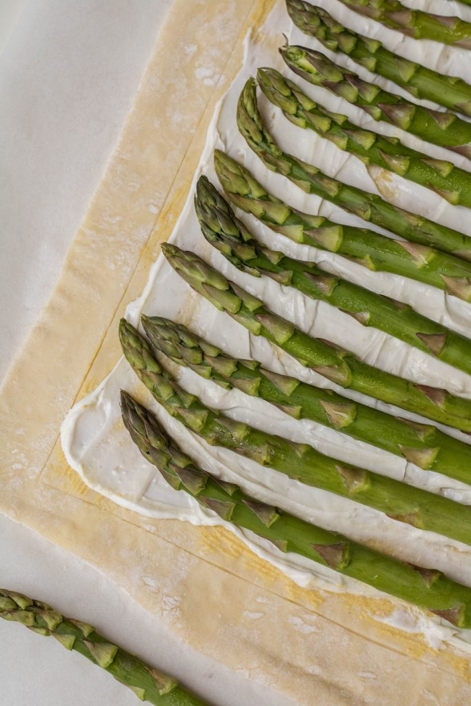 Asparagus on puff pastry