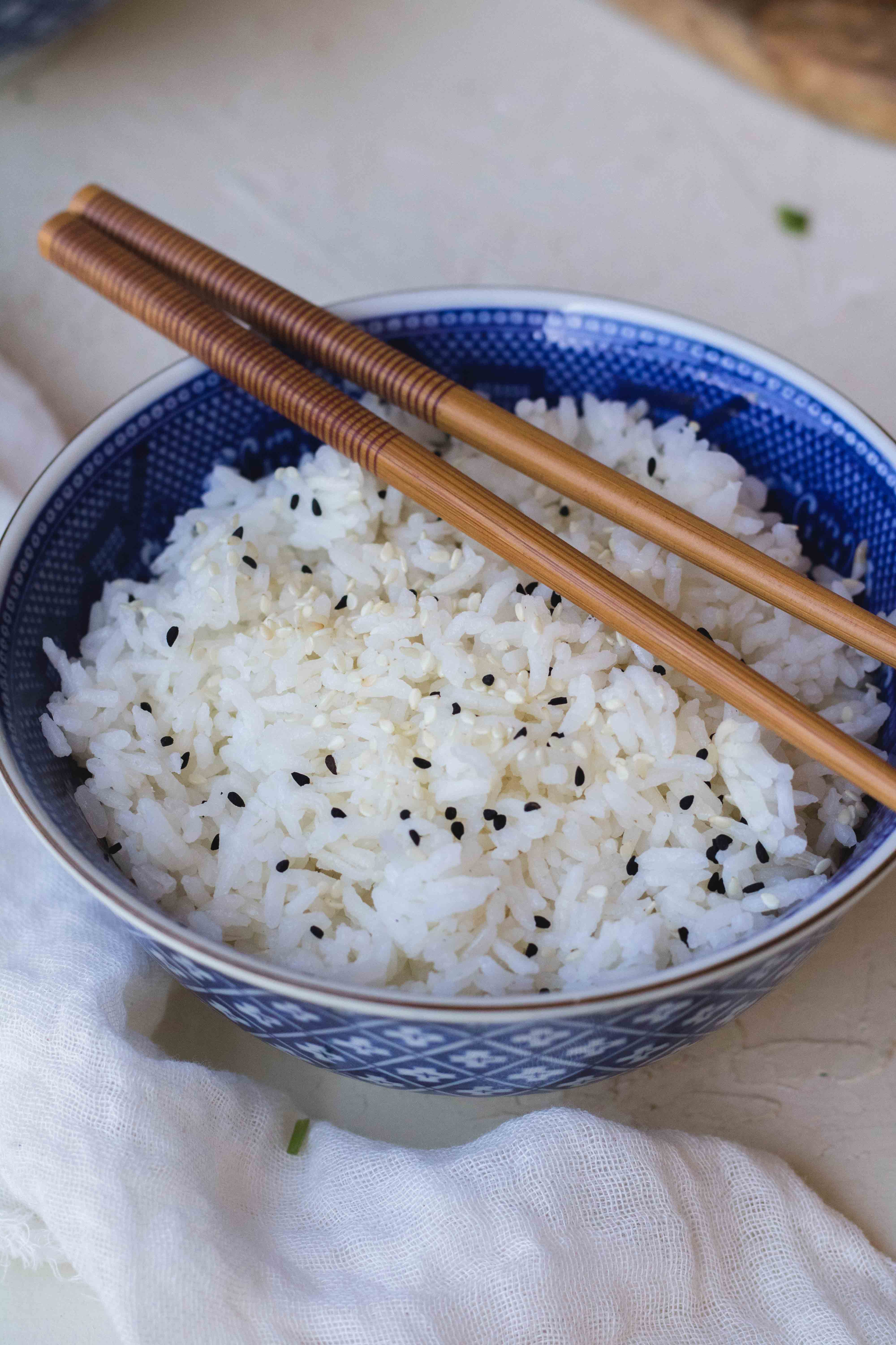 how much water to cook rice