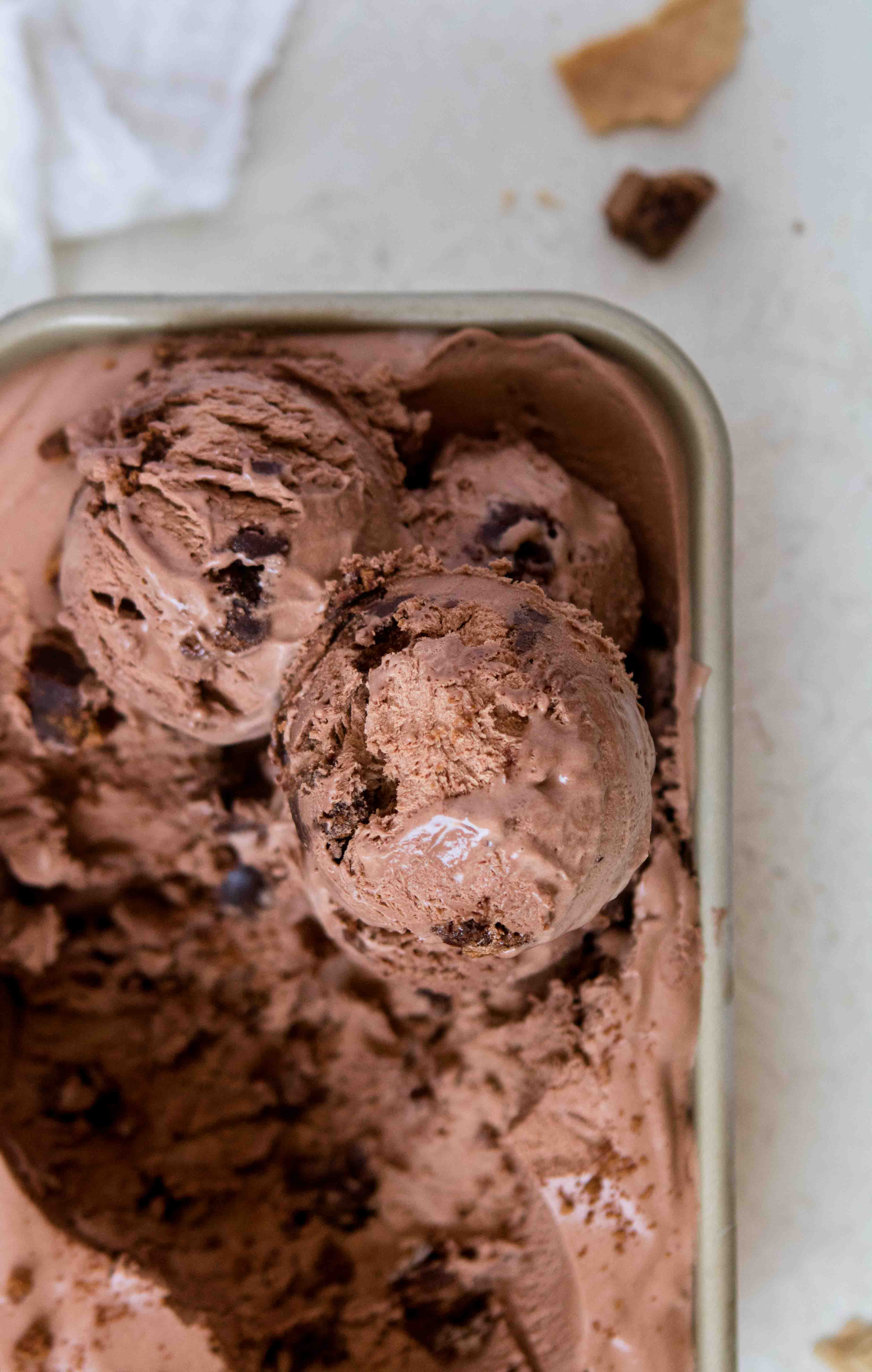 no churn chocolate ice cream scoops