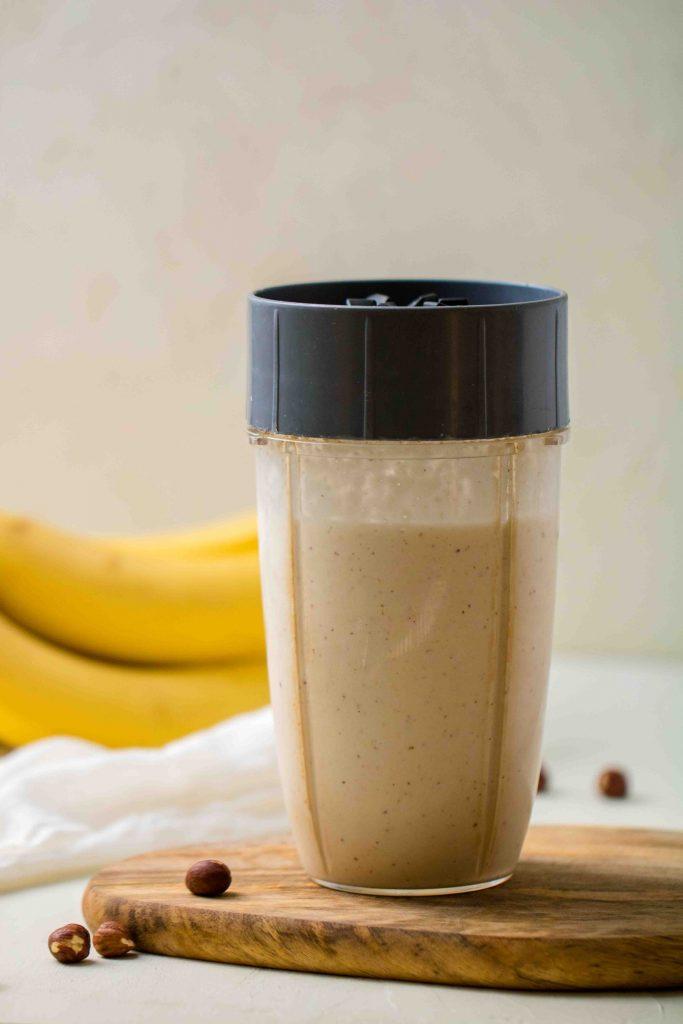 How to make hazelnut banana smoothie