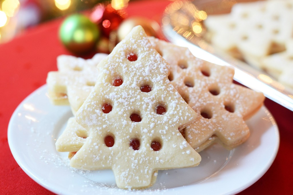 Raspberry filled christmas cookies