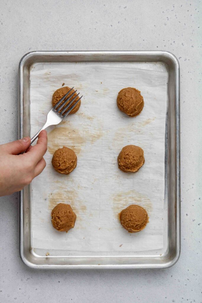 Flatten the cookie dough with a fork