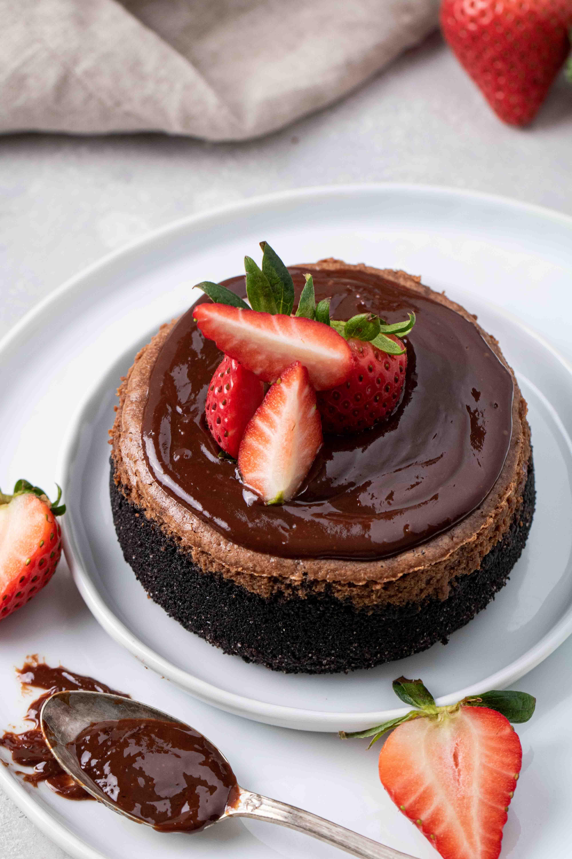 Mini chocolate cheesecake with chocolate ganache