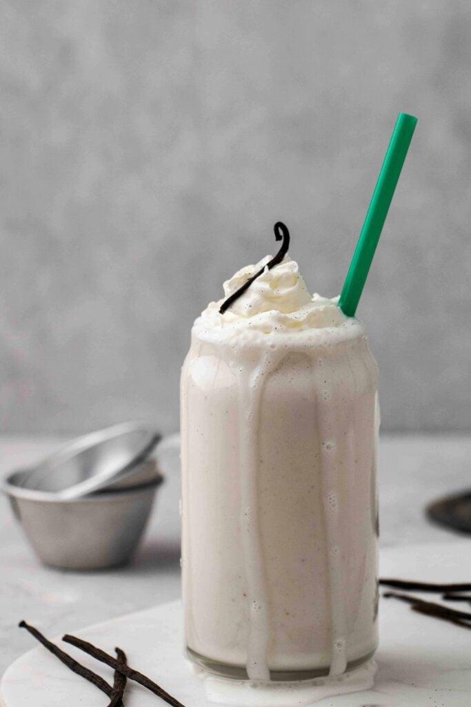 Green Starbucks straw with vanilla bean creme frappuccino