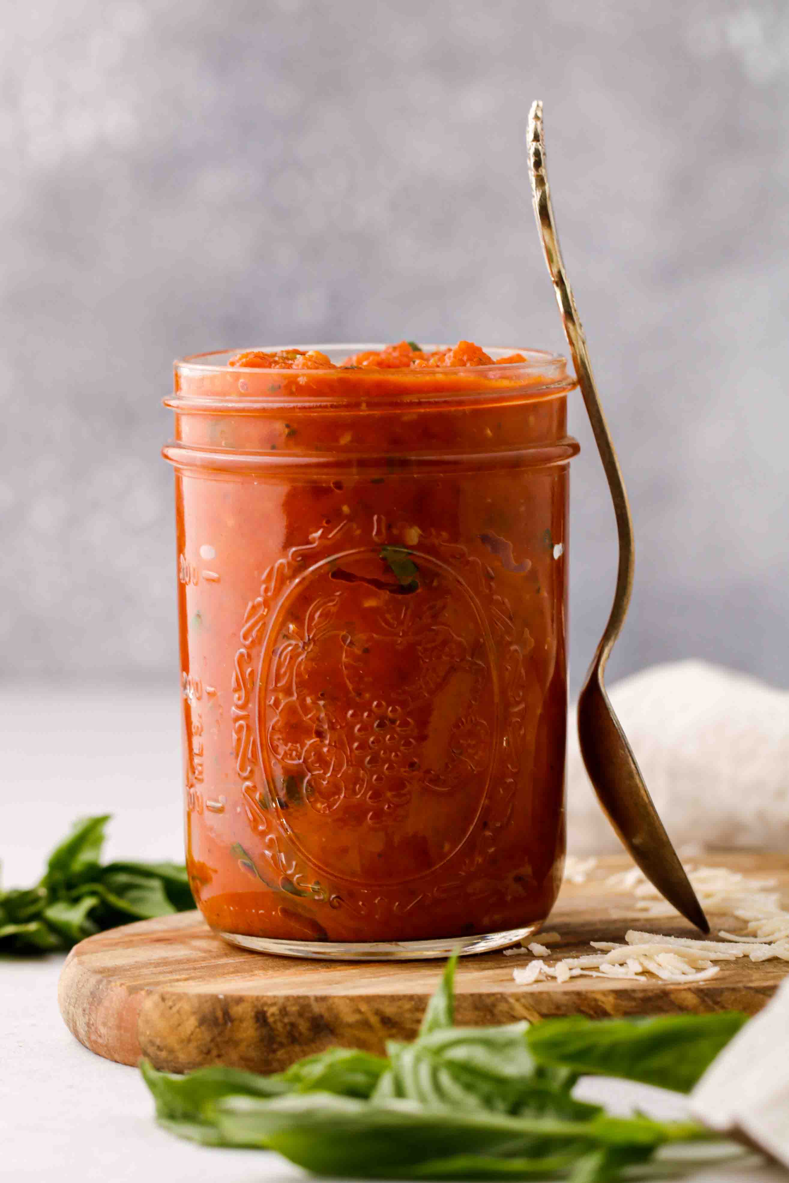 Quick marinara sauce in a jar