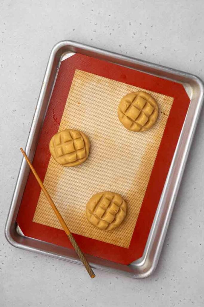 Raw cookies on baking sheet