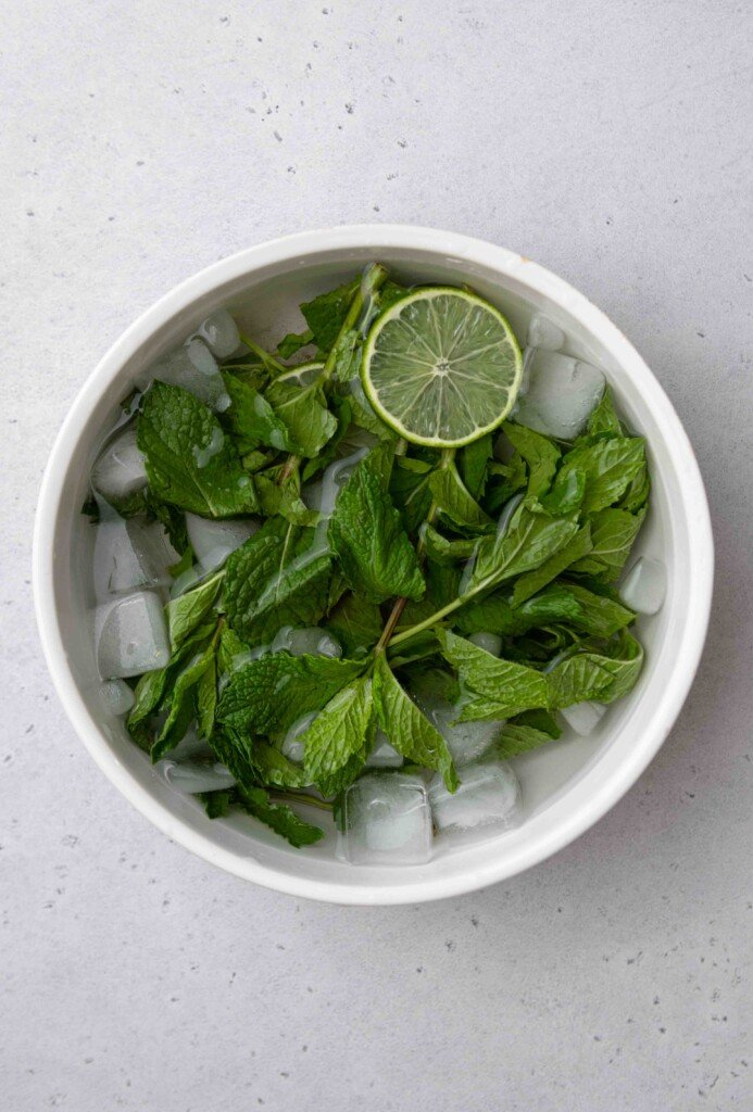 How to freshen up mint for garnish