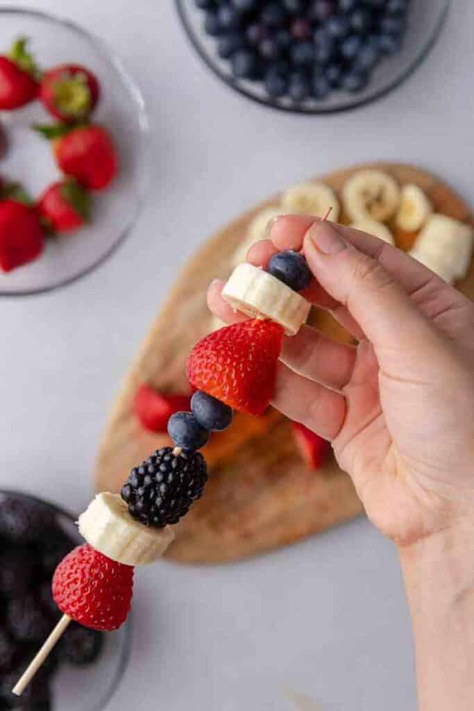 berries and banana fruit kabobs