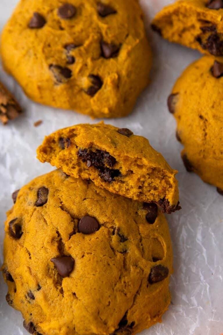 Crumbl pumpkin chocolate chip cookies