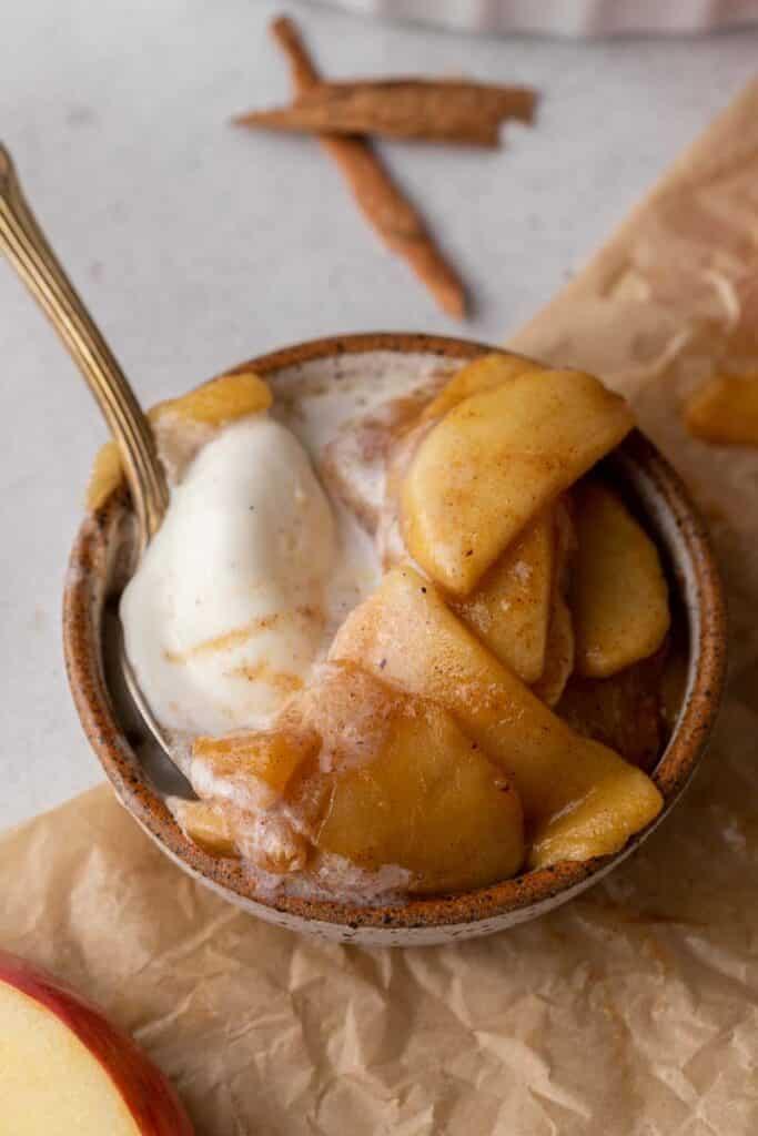 Cinnamon apples with ice cream