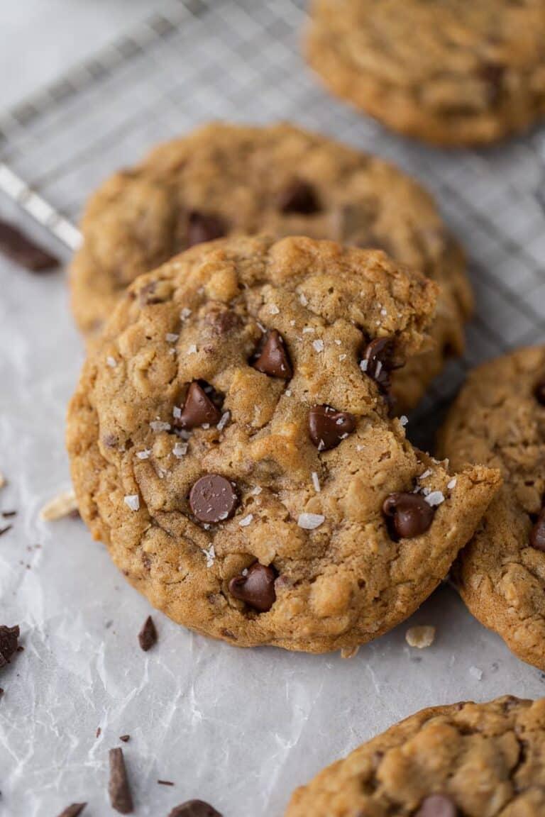 Crumbl oatmeal chocolate chip cookies