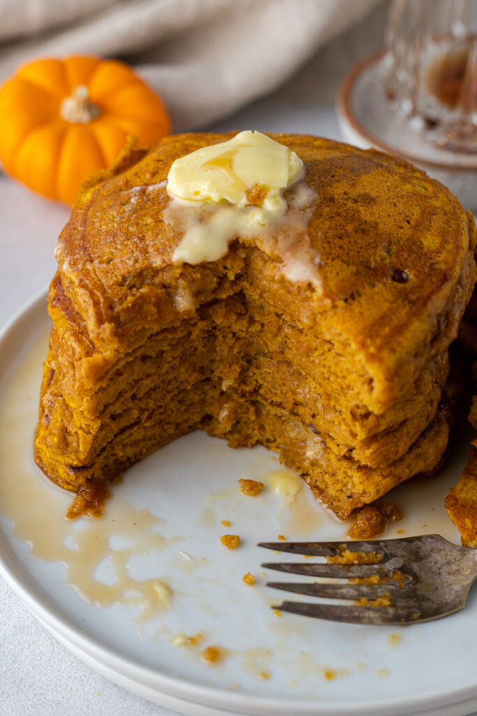 Thick and fluffy pumpkin spice pancakes
